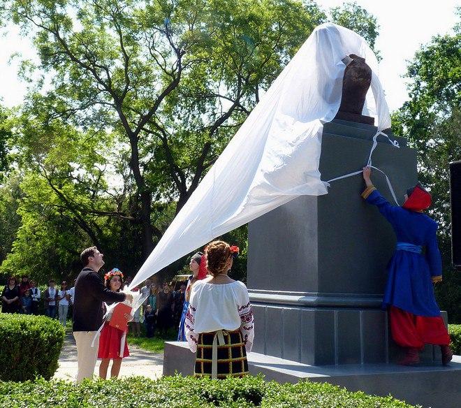 В Рени открыли памятник Т.Г. Шевченко