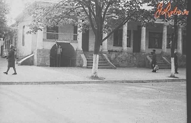 """здание """"под колоннами"""" в Измаиле"""