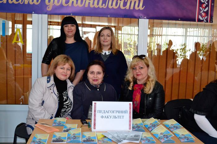 ИГГУ-ласково-встречал-будущих-абитуриентов-2017-